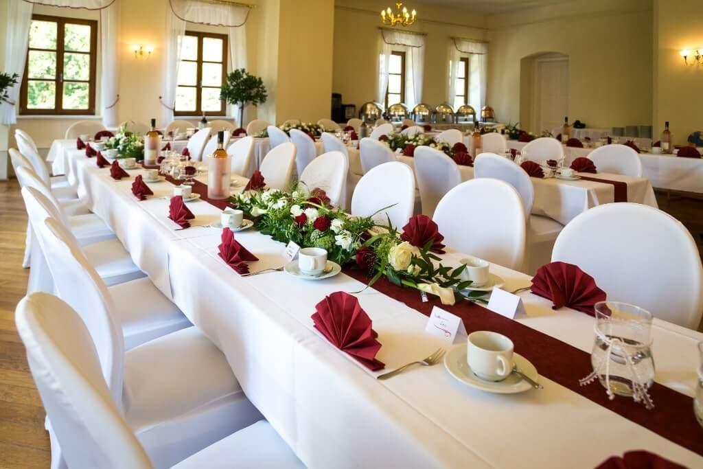 Gedeckter Tisch im Schloss Nedaschütz